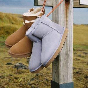 UGG Classic Mini II Ankle Boot in Lavender